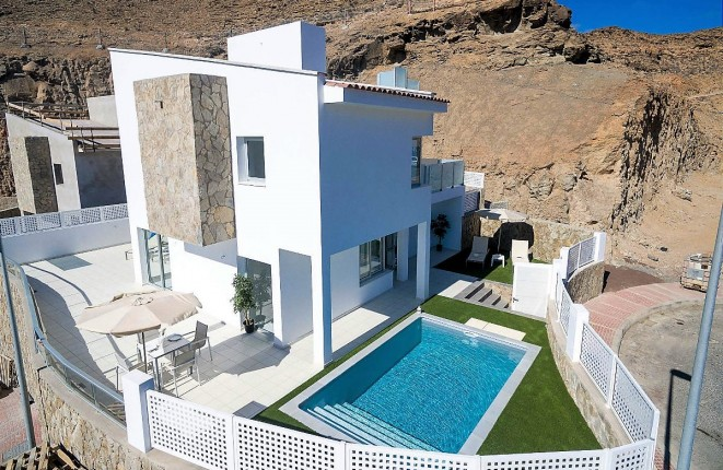 Sale of Homes Plunged 54.8% in the Canary Islands in July